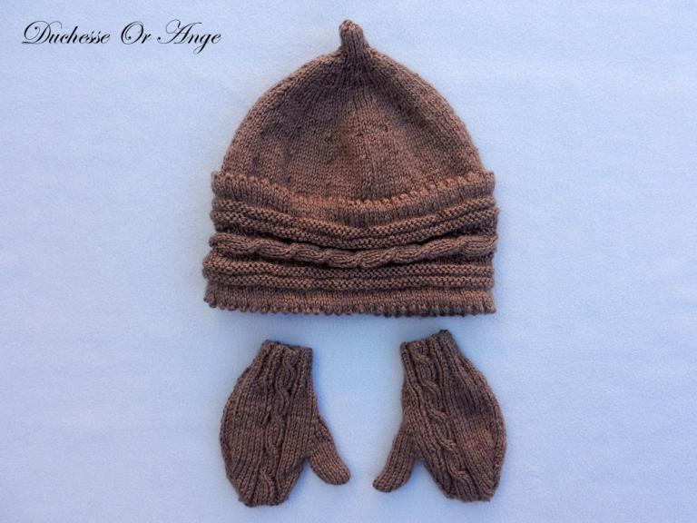 Knitted brown hat and gloves - 6 months old