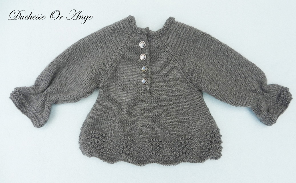 Doa 139 c haut en tricot gris anthracite fronce aux poignets 3 mois anthracite grey knitted top with gathers at the wrists 3 months old
