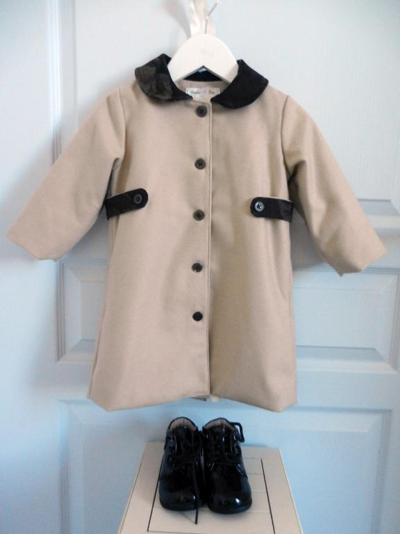 Camel wool coat with brown peter pan collar - 2 years old