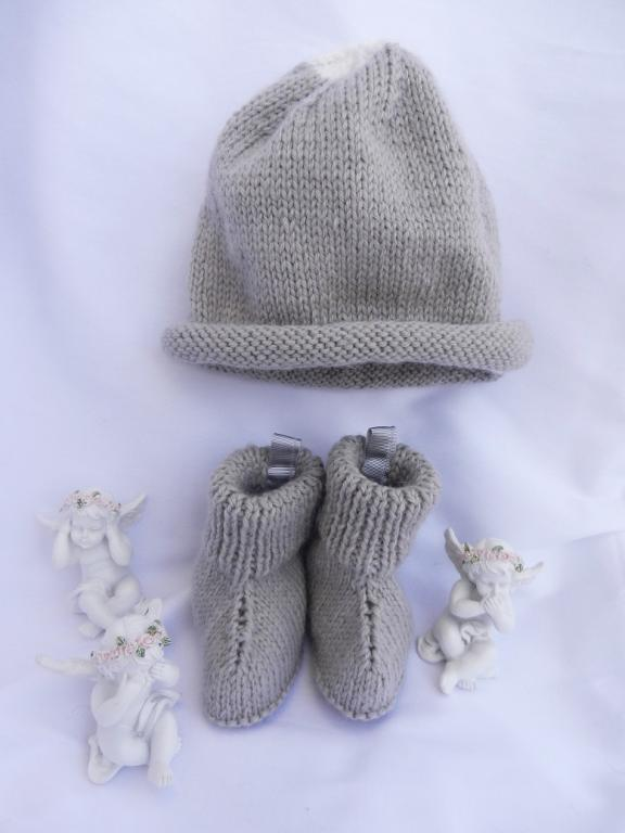 Light grey knit hat and booties - 6 months old