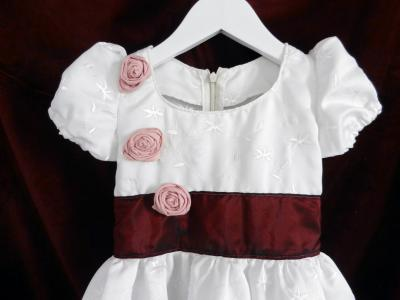 White princess dress with puff sleeves, burgundy sash and pink roses - 4 years old