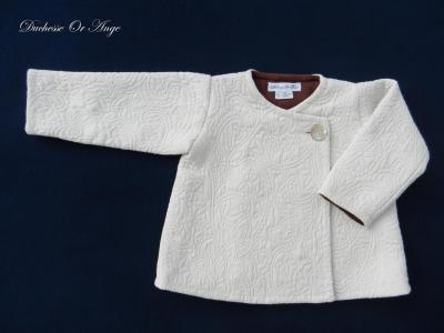 Manteau droit en damassé couleur crème - 3 ans
