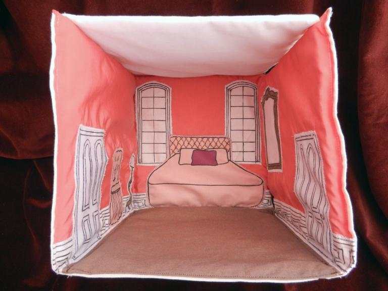 Foldable fabric dollhouse: the pink bedroom