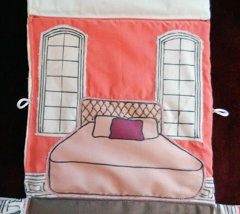 Maison de poup e pliable en tissu la chambre rose - Maison pliable ...