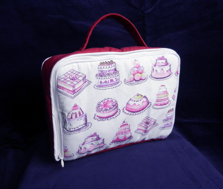 Doaa 18 a duchesse or ange valisette matelassee rose gateaux pink cakes baby suitcase