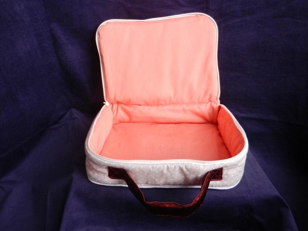 Doaa 19 c duchesse or ange valisette matelassee beige roses baby suitcase