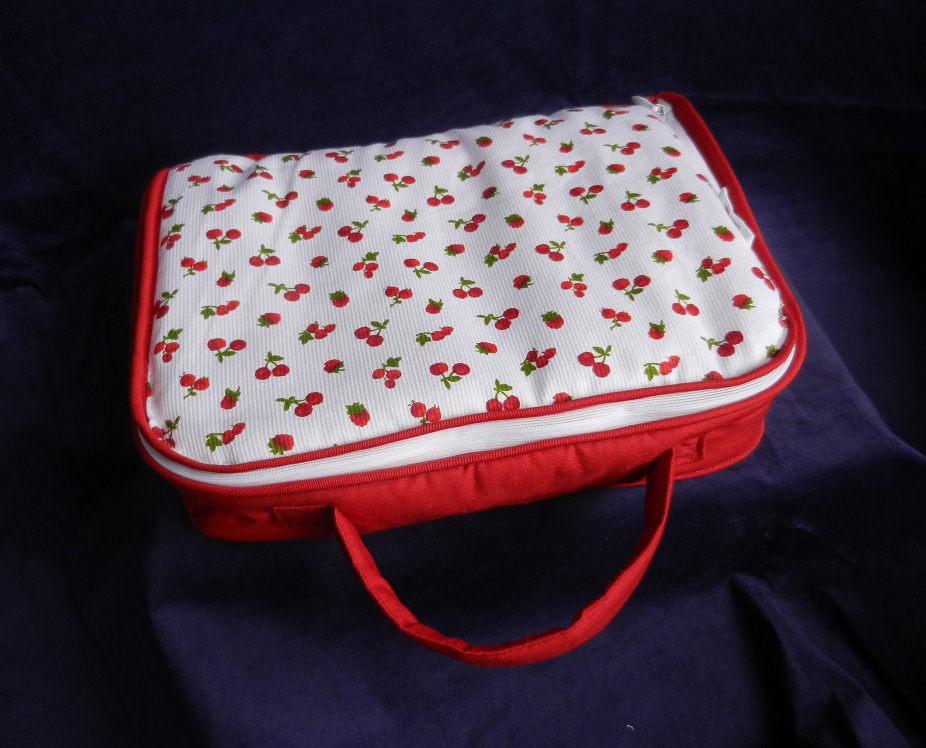 Doaa 20 b duchesse or ange valisette matelassee rouge cerise cherry red baby suitcase