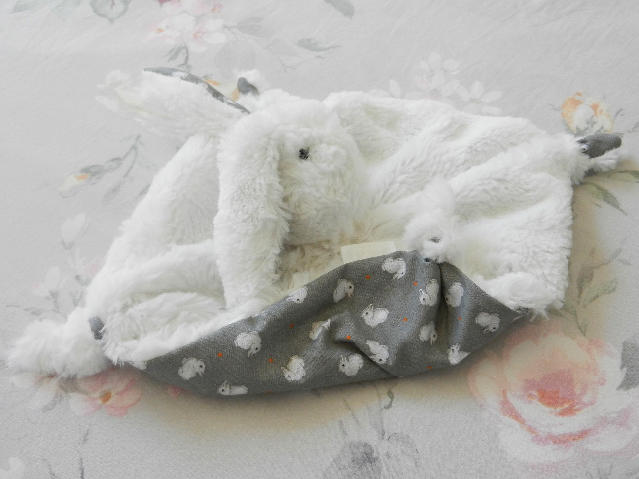 Doaa 21 b duchesse or ange doudou lapin blanc et gris