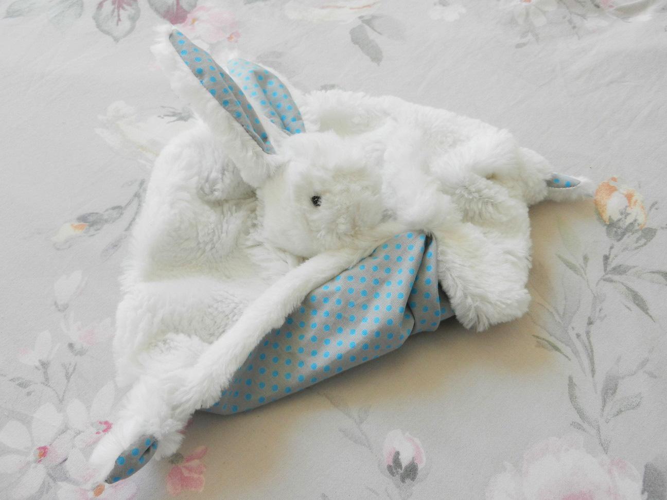 Doaa 22 b duchesse or ange doudou lapin blanc et bleu pois