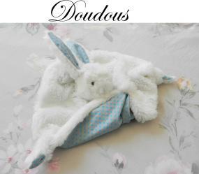 Doaa 23 b duchesse or ange doudou lapin blanc et bleu pois iconef