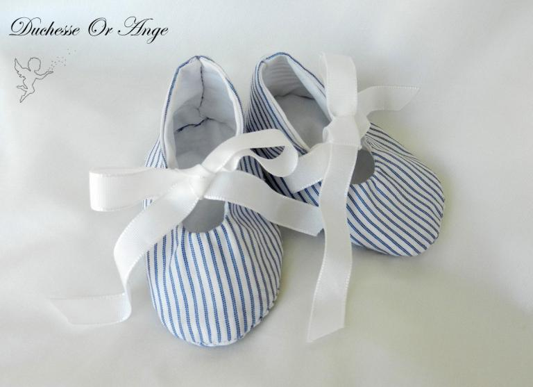 Baby shoes in white and navy stripes - 1/3 months