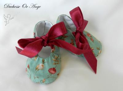 Baby shoes in green and pink flowers pattern cotton - 1/3 months