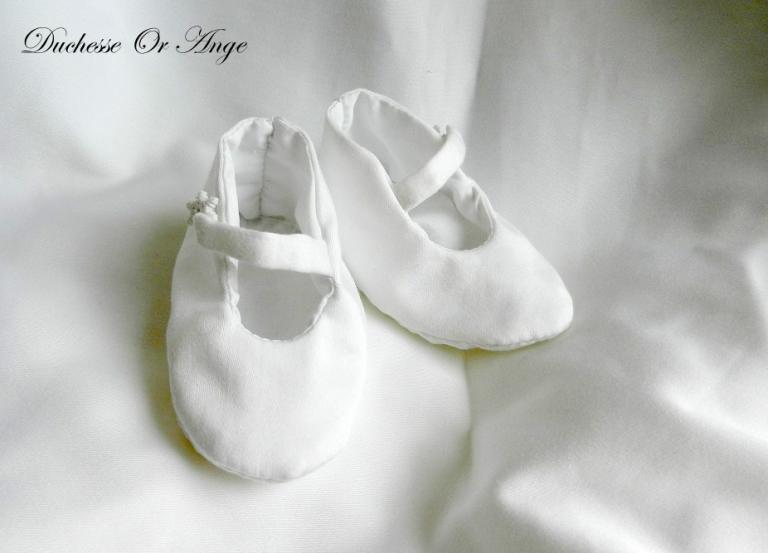 Chaussures bébé en satin de coton blanc - 0/3 mois