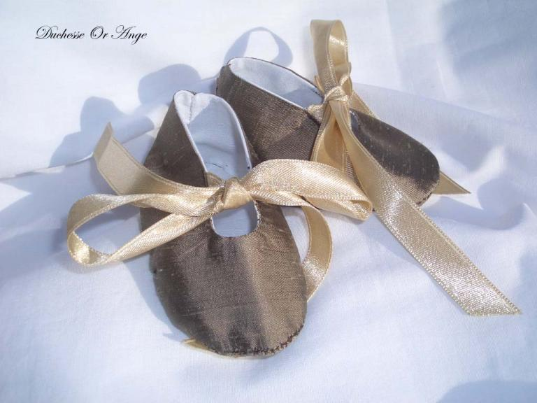 Baby shoes in brown silk - 1/3 months