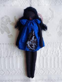 Doap 1 poupee africaine robe bleue courte a