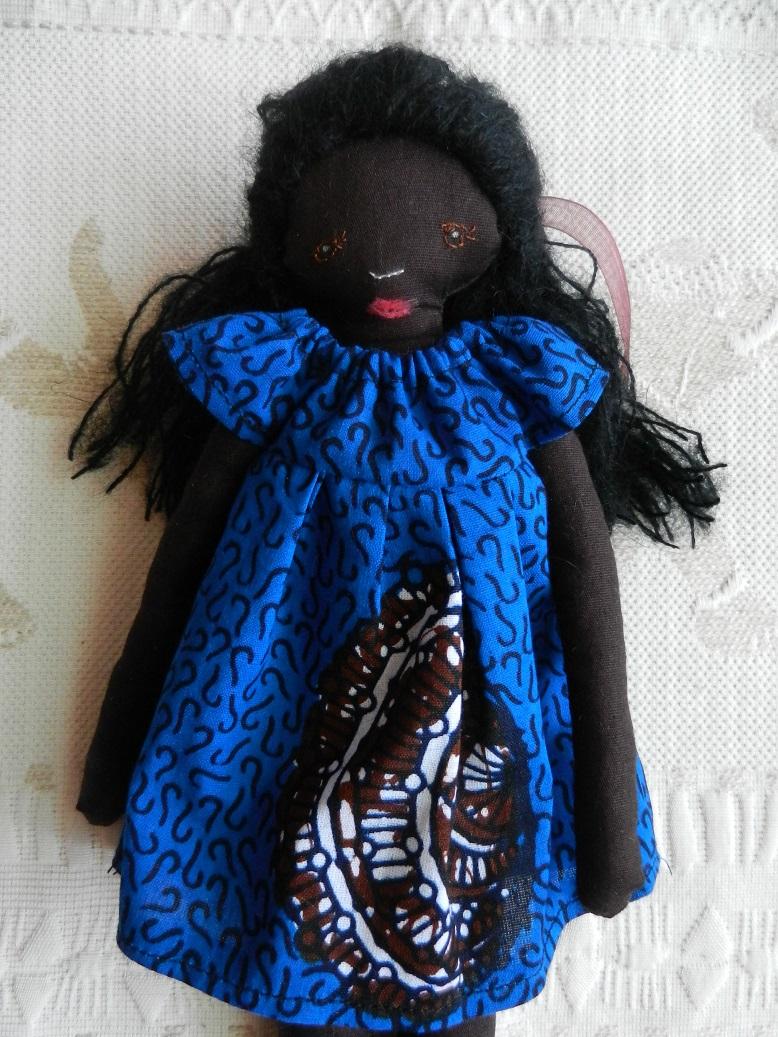 Doap 1 poupee africaine robe bleue courte b