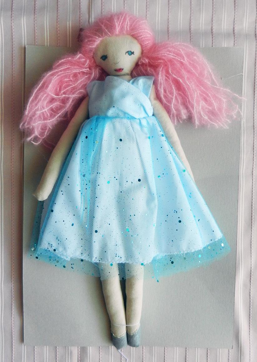 Doap 3 a poupee cheveux roses robe paillettes bleues