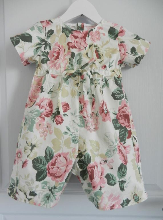 Combinaison à manches courtes motifs fleurs roses - 18 mois