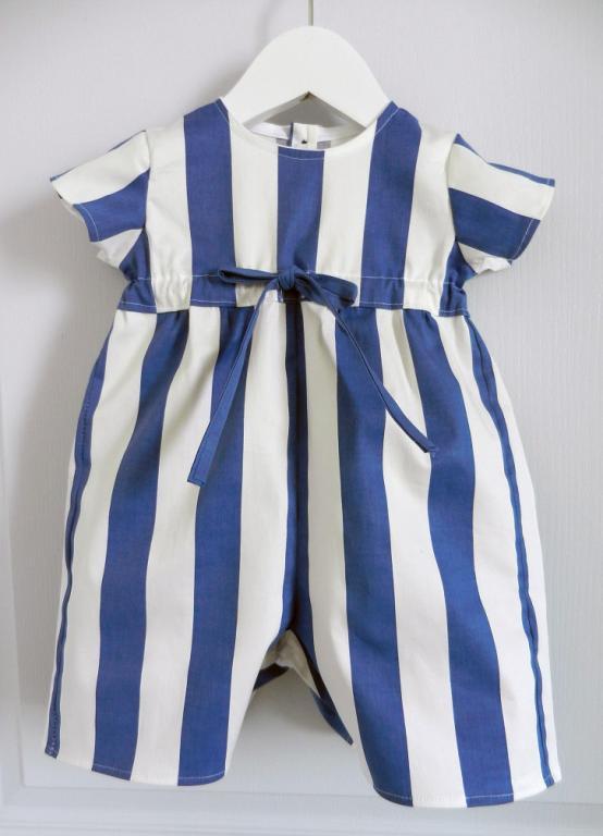Combinaison à manches courtes à rayures bleues et blanches - 6 mois