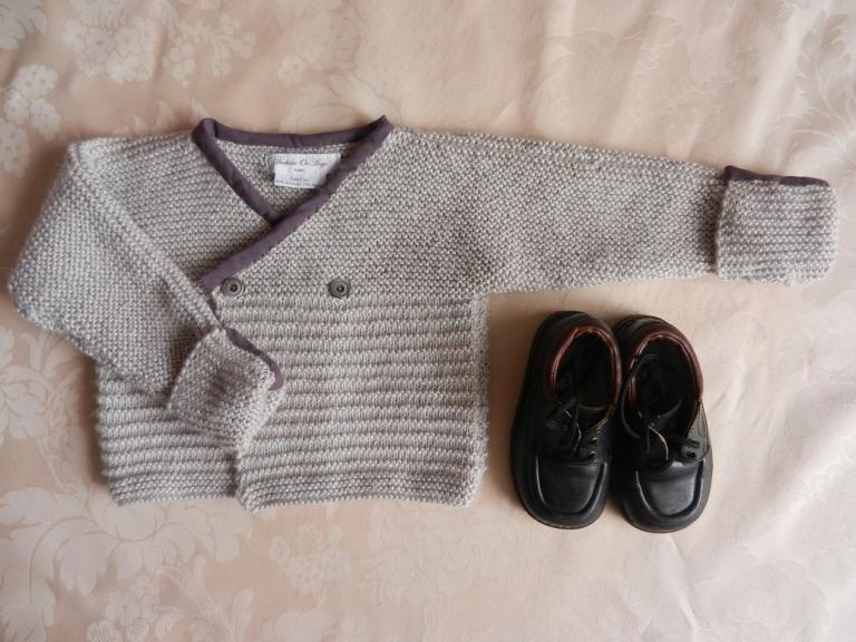Light grey knitted cardigan with burgundy neckline - 2 years old
