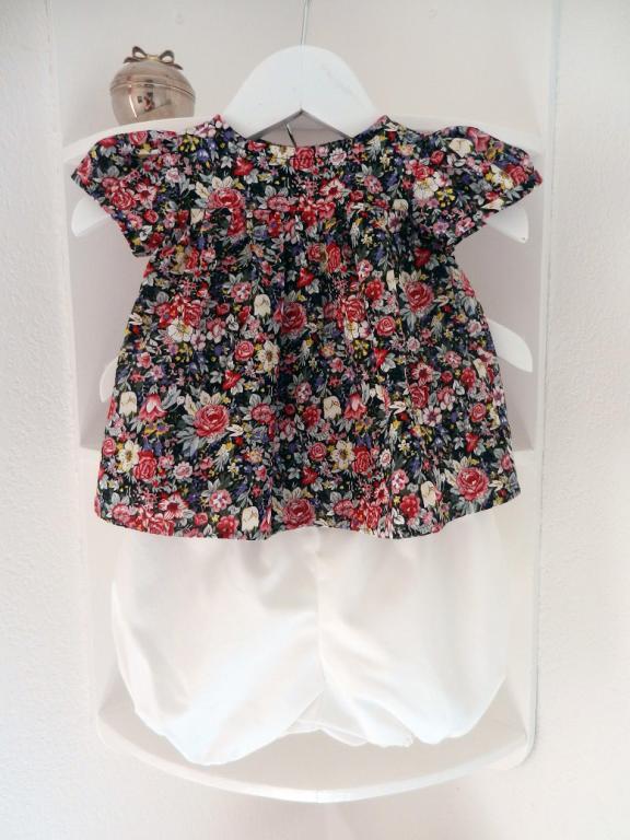 Ensemble bébé blouse fleurie rose et noire et bloomer blanc - 12 mois