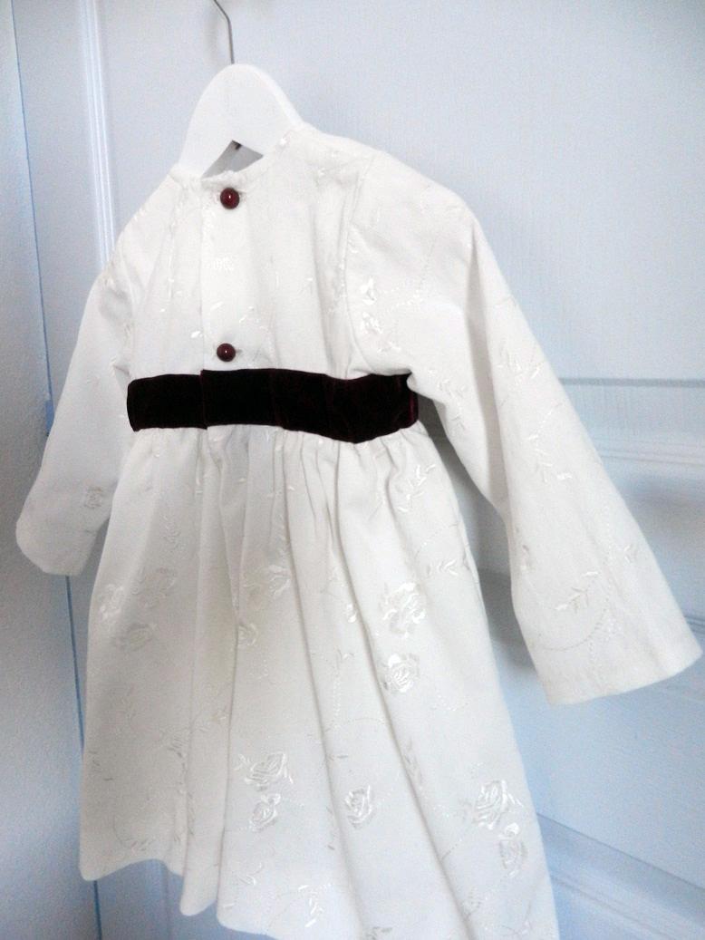 Duchesse or ange 257 c robe velours brode blanche ruban grenat bebe 2 ans dress white velvet white plum burgundy baby
