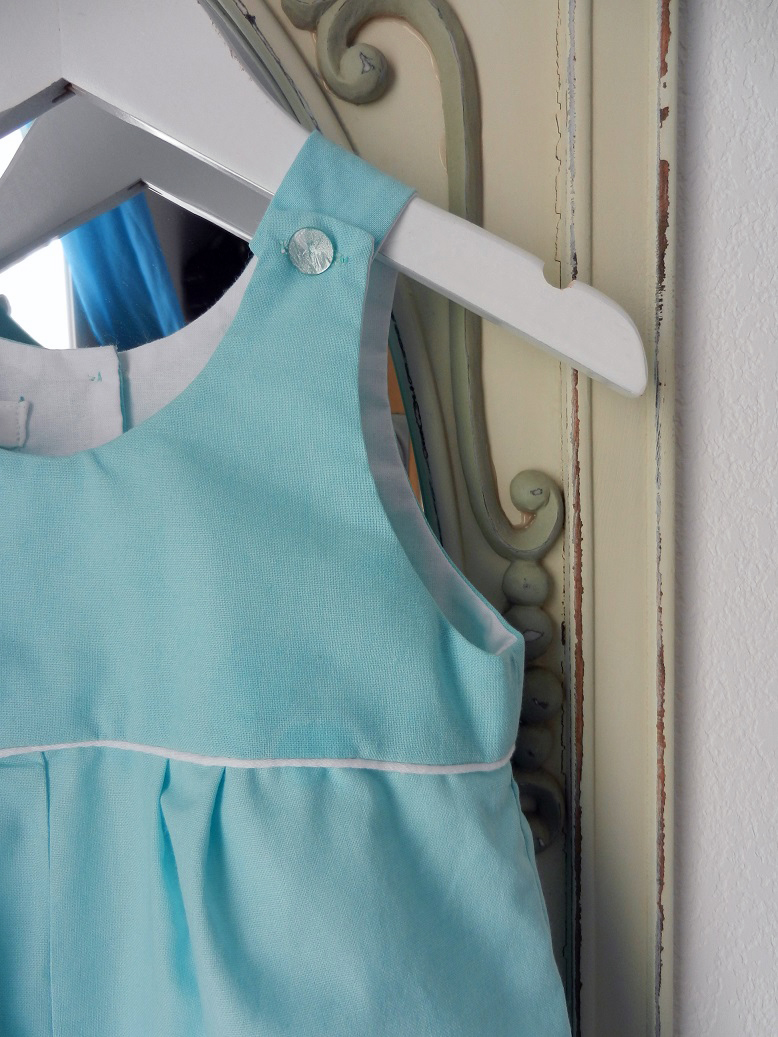 Duchesse or ange 266 salopette bleu turquoise passepoil blanc bebe turquoise blue baby overalls c