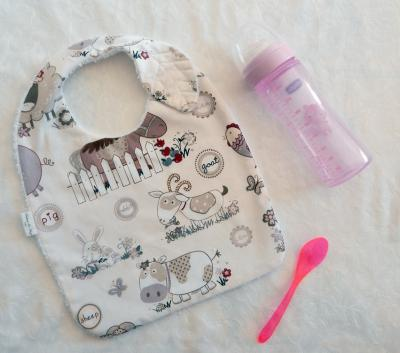 Leaf baby bib with farm animals print fabric