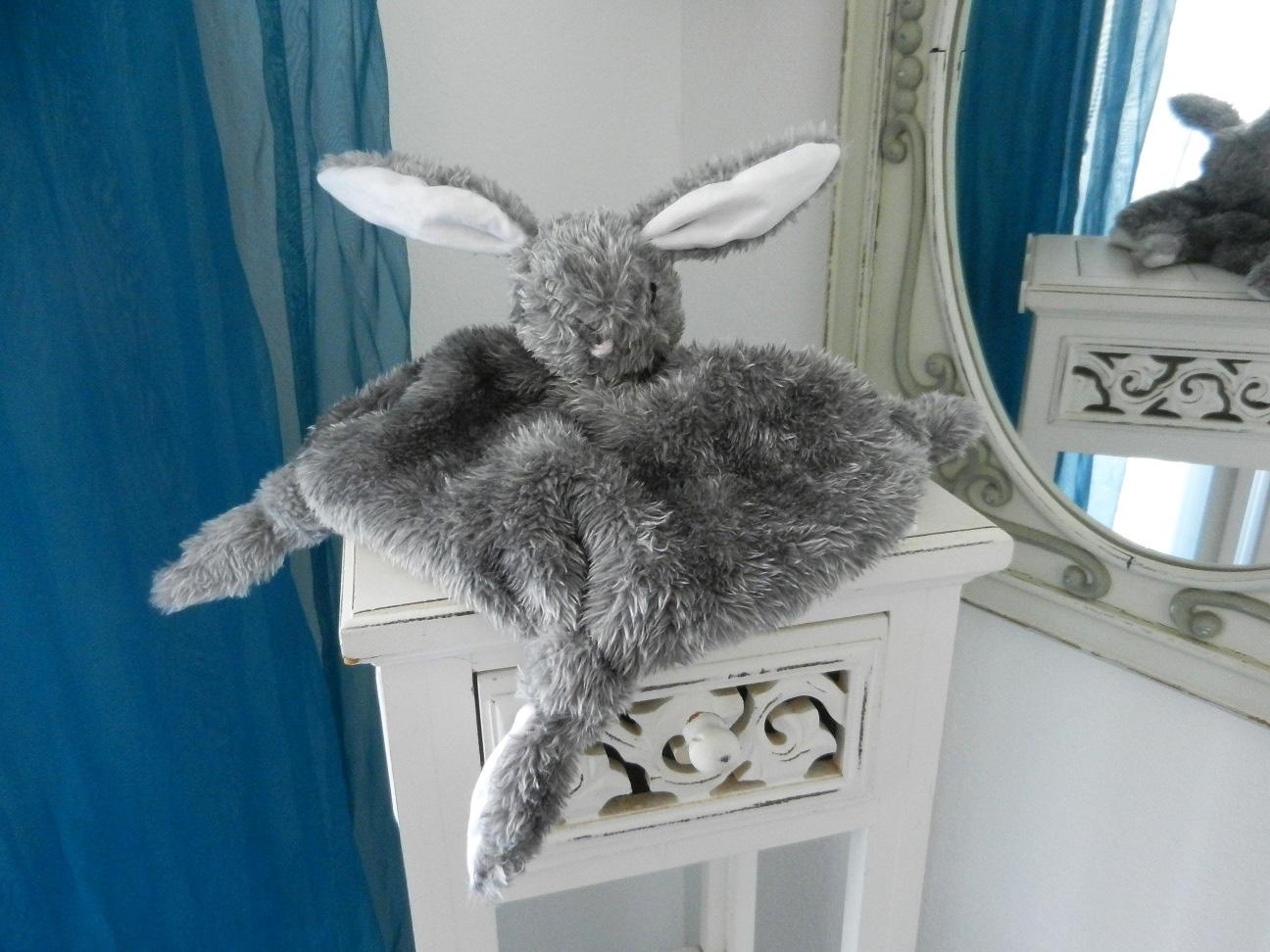 Duchesse or ange doaa 31 lapin gris grey rabbit