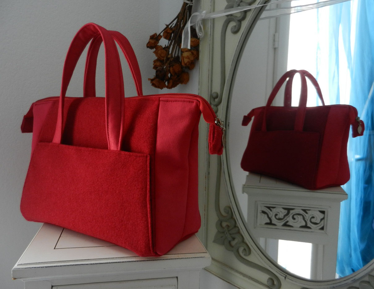 Duchesse or ange doas 9 sac boudoir rouge duveteux et satine a