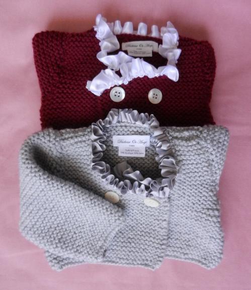 Duchesse or ange gilets gris et bordeaux cols fronces bebe baby burgundy grey cardigans