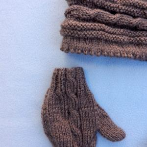 Doa 132 b bonnet et gants marrons bebe brown baby hat gloves