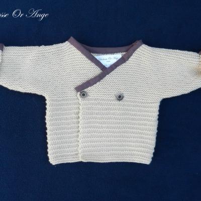 Gilet en tricot beige bordé de tissu bordeaux - 3 mois