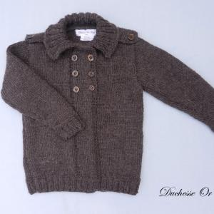 Doa 140 a gilet en tricot marron avec epaulettes 2 ans brown knitted cardigan with shoulder straps 2 years old modifie 1