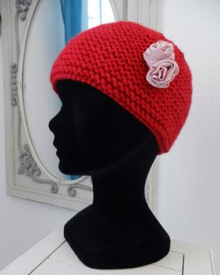 Knitted red hat decorated with pink roses - 4/6 years old
