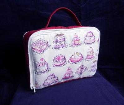 Padded baby suitcase in pink cakes print