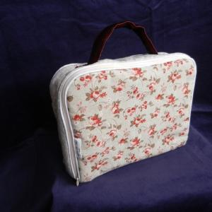 Doaa 19 a duchesse or ange valisette matelassee beige roses baby suitcase