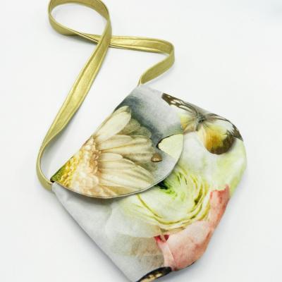 Sac arrondi pour petite fille motif fleurs et papillons