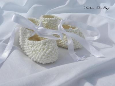 Cream baby booties 1/3 months