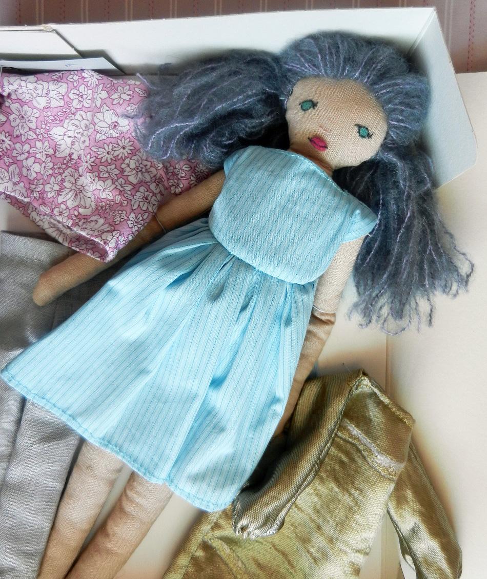 Doap 6 b coffret poupee cheveux gris robe bleu ciel