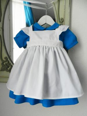 Robe bleue, tablier blanc et jupon Alice