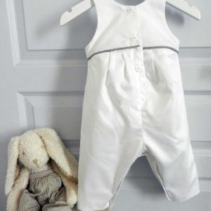 Duchesse or ange 262 salopette blanche bebe passepoil gris white baby overalls grey piping c