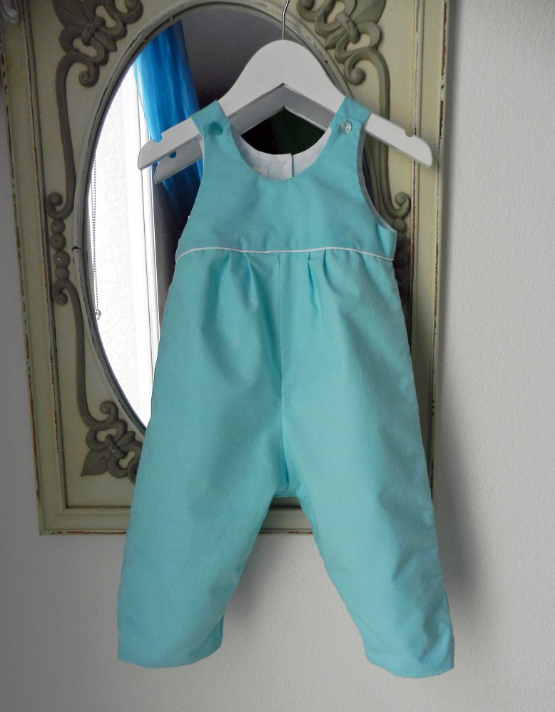 Duchesse or ange 266 salopette bleu turquoise passepoil blanc bebe turquoise blue baby overalls a