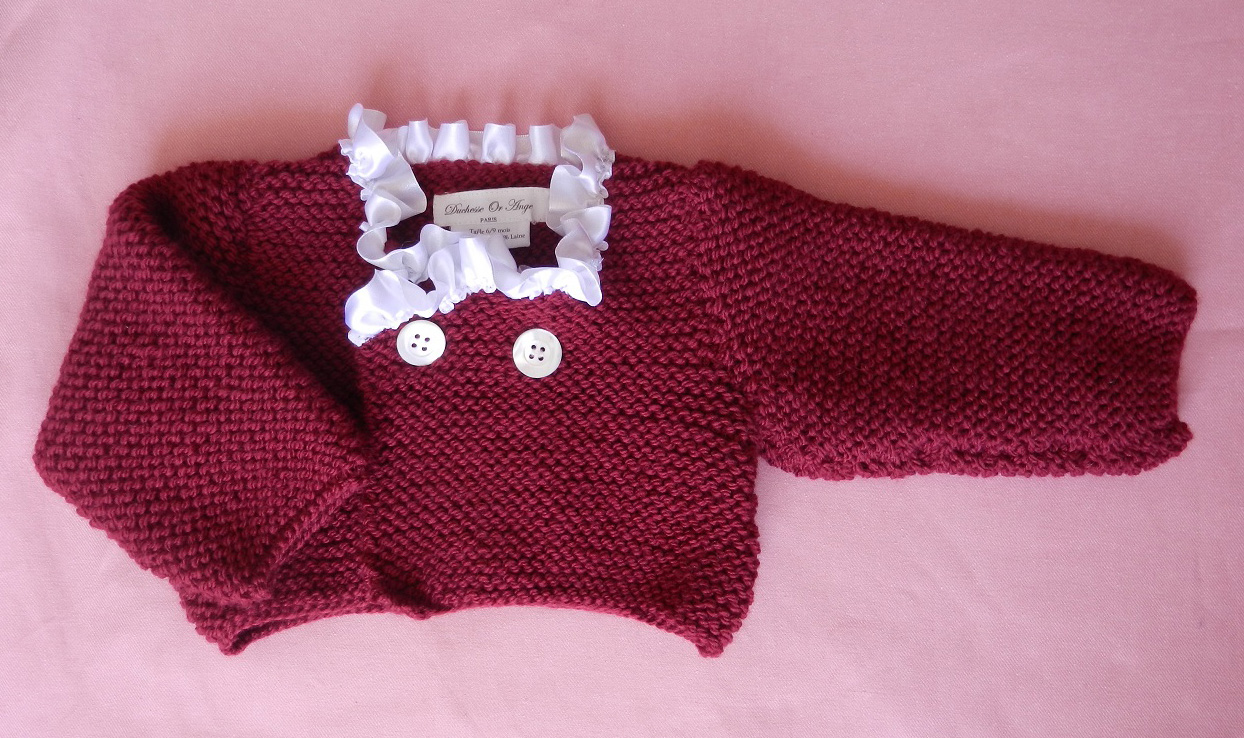 Duchesse or ange doa 272 gilet bebe tricot bordeaux col satin blanc burgundy baby cardigan white satin collar a