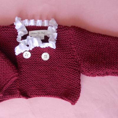 Gilet en tricot bordeaux bordé de satin blanc - 6/9 mois