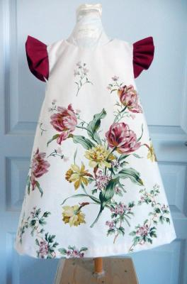 Flower print trapeze dress with fushia gathered sleeves