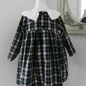 Duchesse or ange doa 282 robe bebe tartan vert noir col fronce blanc baby dress green black tartan white frilled collar c