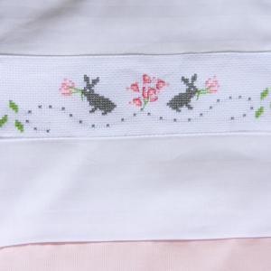 Duchesse or ange doa 306 gigoteuse rose et blanche point de croix lapins c