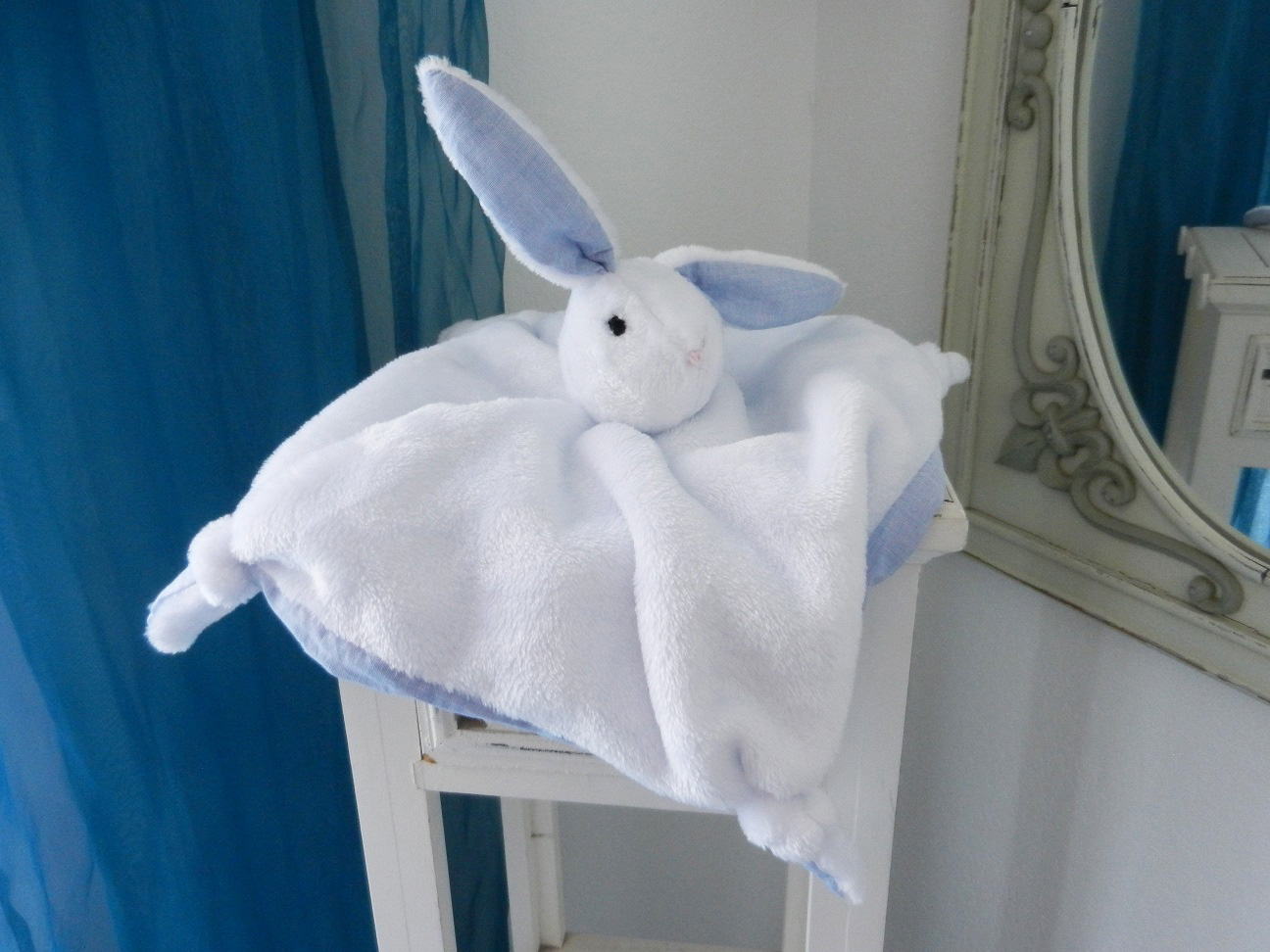 Duchesse or ange doaa 33 lapin blanc white rabbit