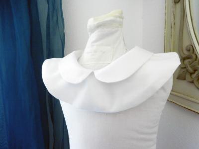 Col claudine amovible en coton blanc